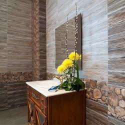 Плочки за баня - дървесен декор от светли цветове