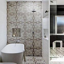 Плочки за баня със завладяваща геометрия в интериора
