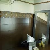 Кафяви плочки за баня