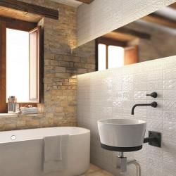Плочки за баня в бял цвят с релефни орнаменти / Колекция от Vives